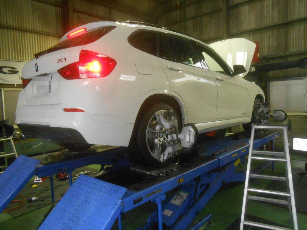 BMW X1 四輪アライメント