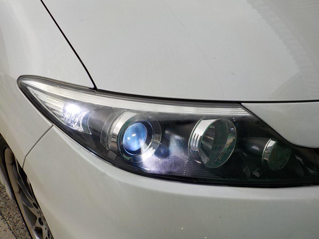 エスティマ ACR50 ヘッドライトバーナー交換