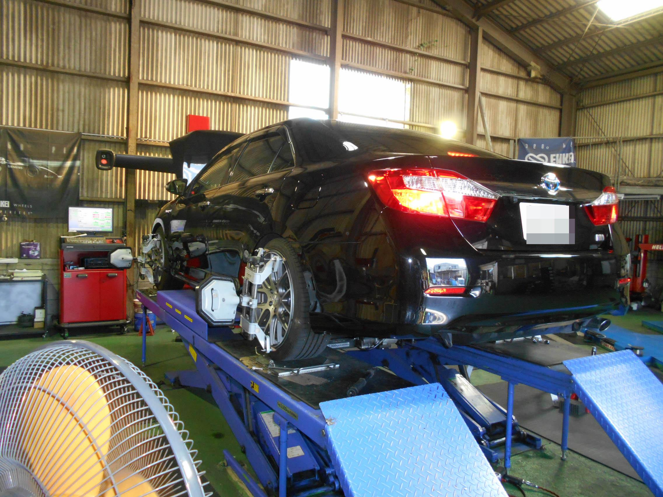 カムリ フェンダー爪曲げと車高調整と1G締め直しの作業