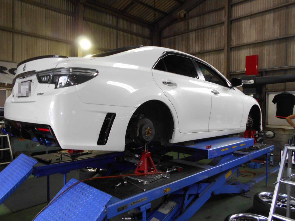 マークXの持込タイヤ交換と1G締め直しと四輪アライメントの作業