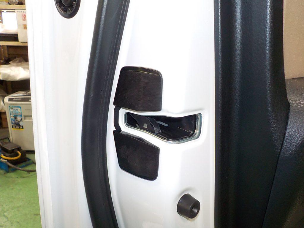 80ヴォクシーのTRDトアスタビ取付とタワーバー装着