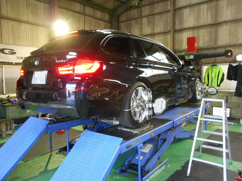 BMWの四輪アライメント