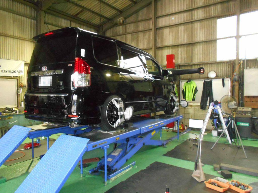 ノアZRR70Wの持込車高調の取付と四輪アライメント