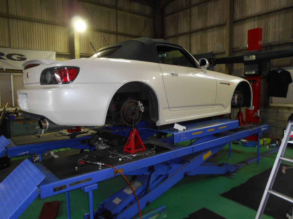 S2000のタイヤ交換と1G締め付け直しと四輪アライメント