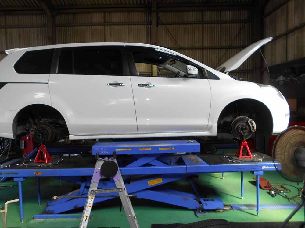 MPVの純正サスペンション交換と四輪アライメントと持込タイヤ交換
