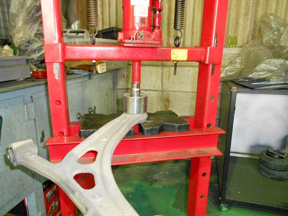 レガシーBP5のロアアームブッシュ交換と四輪アライメント