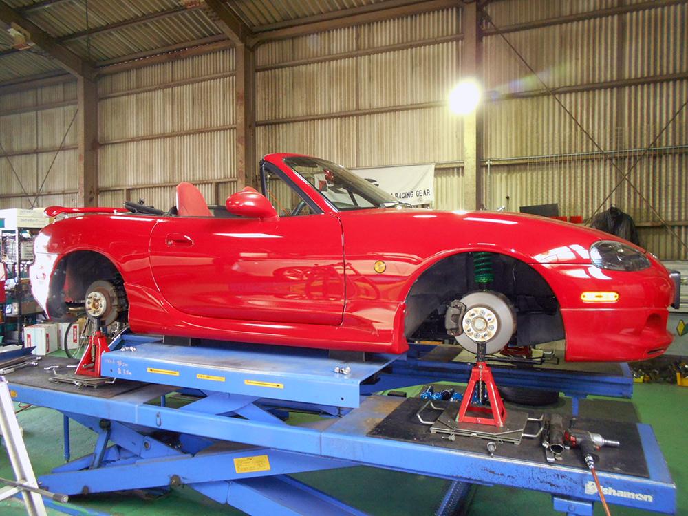 ロードスターのタイヤ交換と1G締め付け直しと四輪アライメント