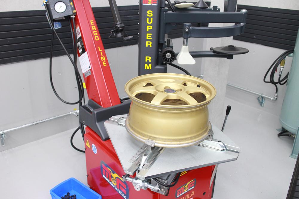 インプレッサ GC-8の持ち込みタイヤ交換
