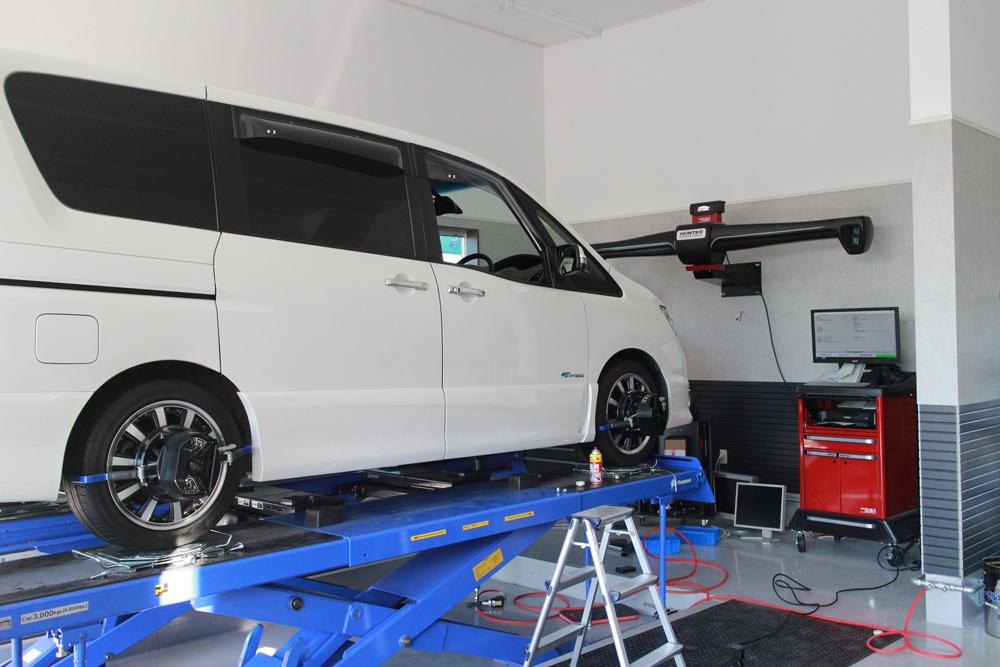 セレナの持込タイヤ交換と四輪アライメント