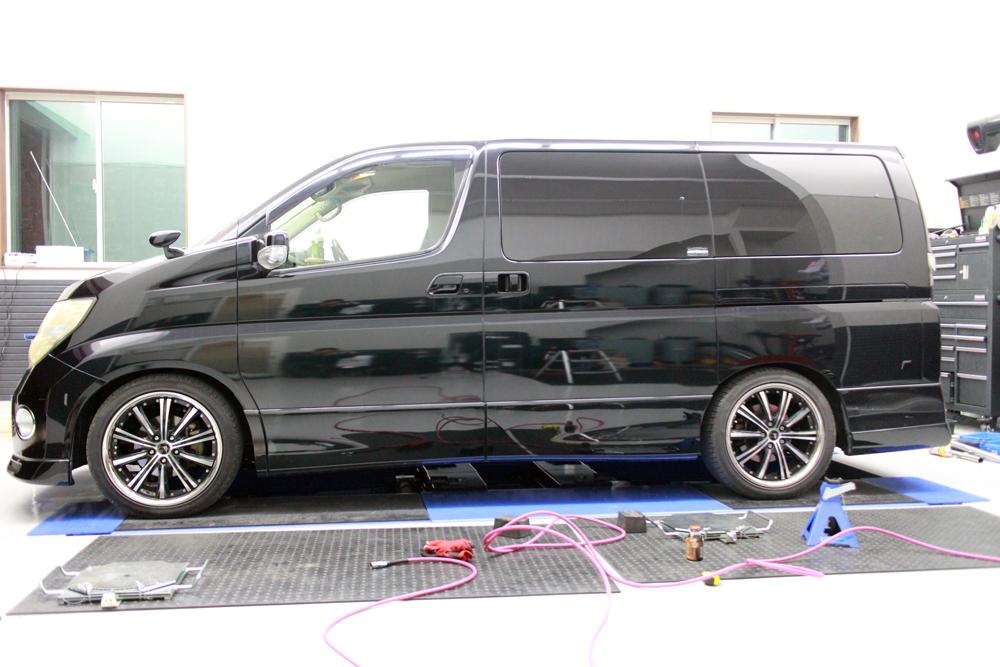 E51エルグランドにJIC車高調の取り付けと四輪アライメント NGKプラグ交換