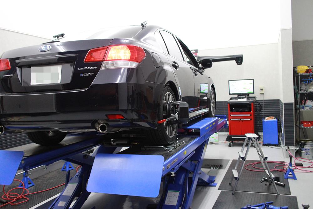 レガシー BMGに車高調の取り付けとウインカーパーツ取り付けと四輪アライメント