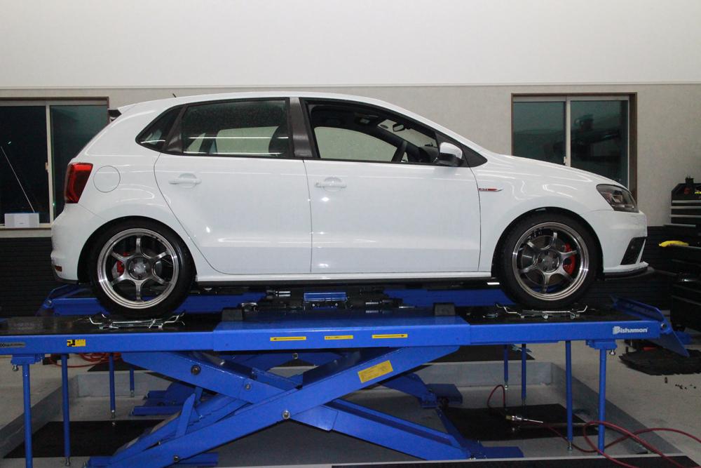 POLO 6C GTIにエスペリアのダウンサスの取り付けと四輪アライメント