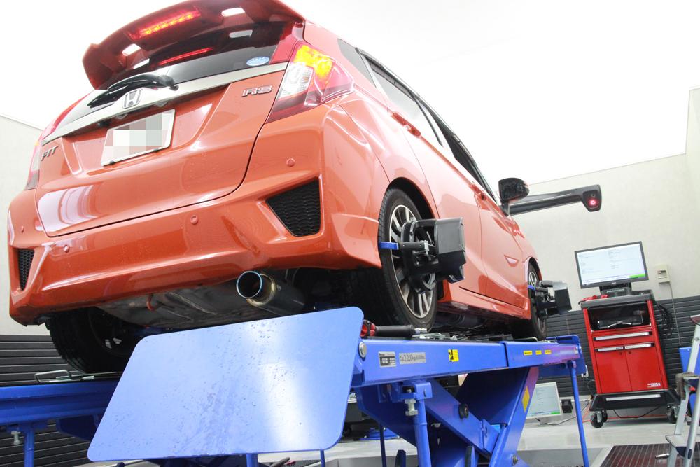 FIT GK5 RSにブリッツの車高調の取り付けと四輪アライメント