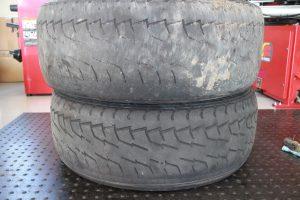 偏摩耗のタイヤ
