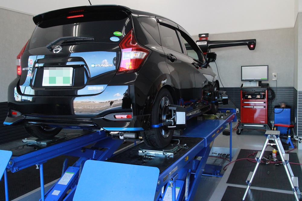 ノート HN12にブリッツの車高調の取り付けと四輪アライメント