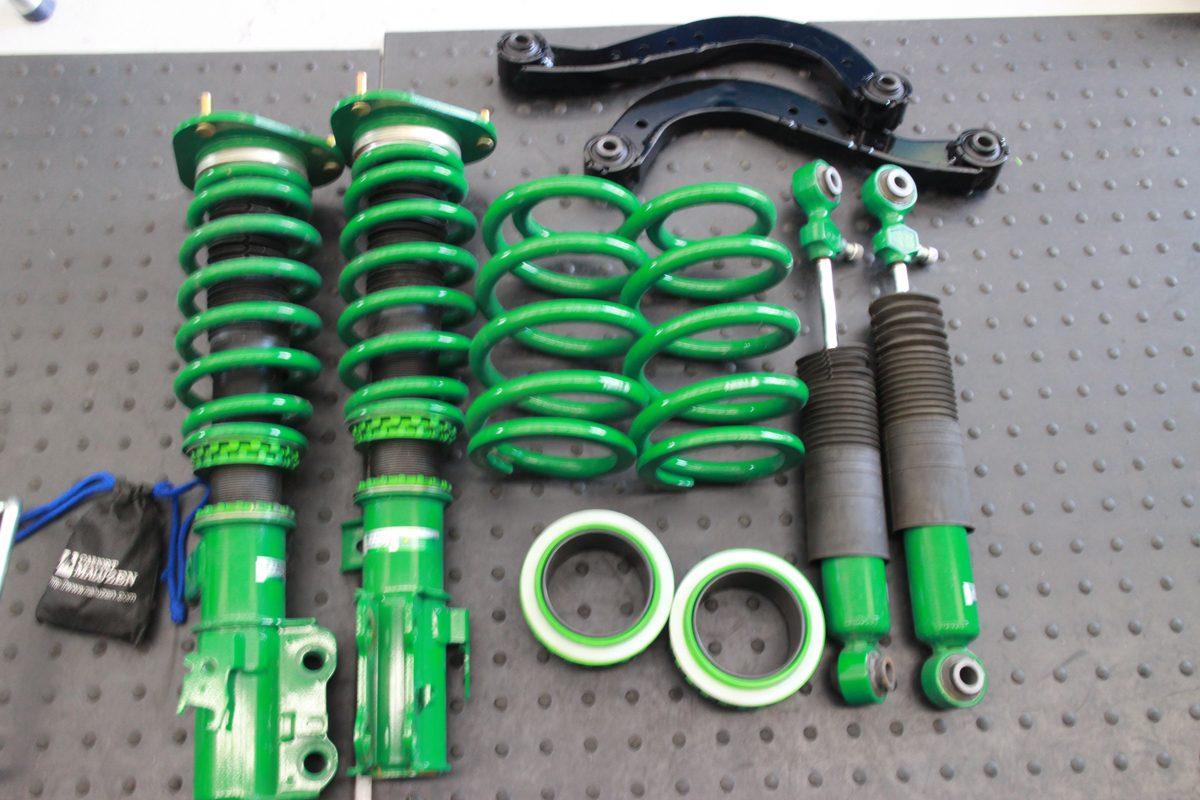 ヴェルファイア AYH30Wに車高調、リアアッパーアームの取り付けと四輪アライメント