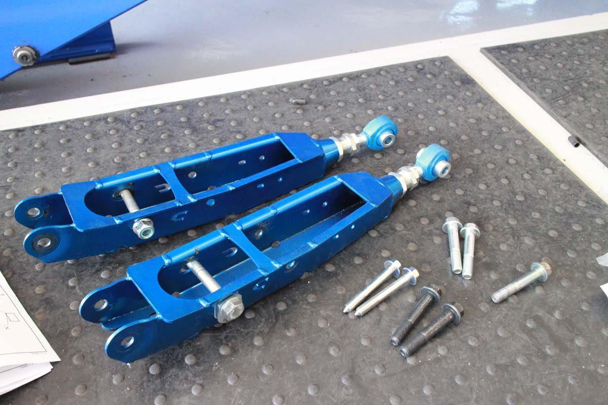 WRX VAGにクスコロアアーム交換と1G締め直しと四輪アライメント