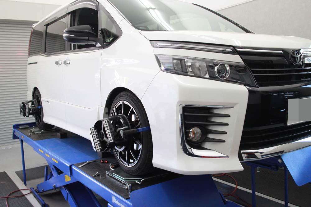 ボクシーZRR80Wの車高調整と1G締め直しと四輪アライメント