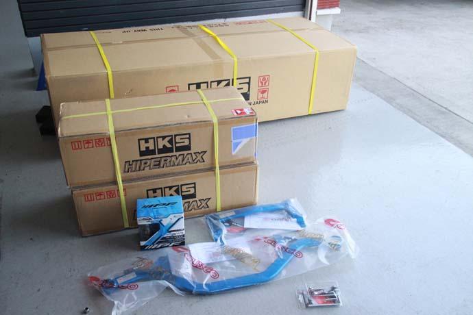 スイフトZC33に車高調とマフラー、ブレスバーなどの取り付けと四輪アライメント