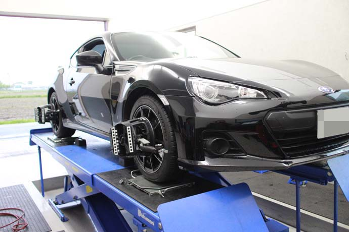 BRZの持込タイヤ交換と四輪アライメント