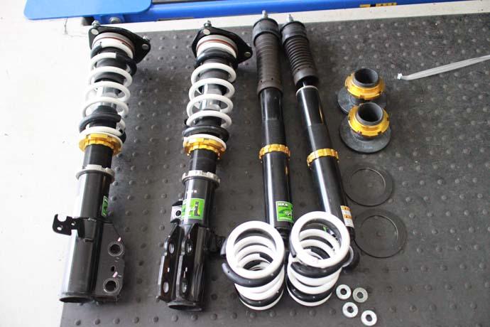 ヴォクシー ZRR80Wに車高調の取り付けと四輪アライメント