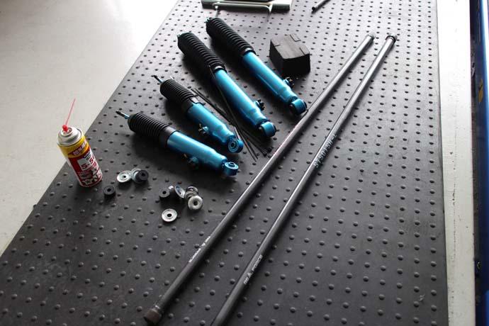 ハイエース  TRH200V のショックとトーションバー交換と四輪アライメント