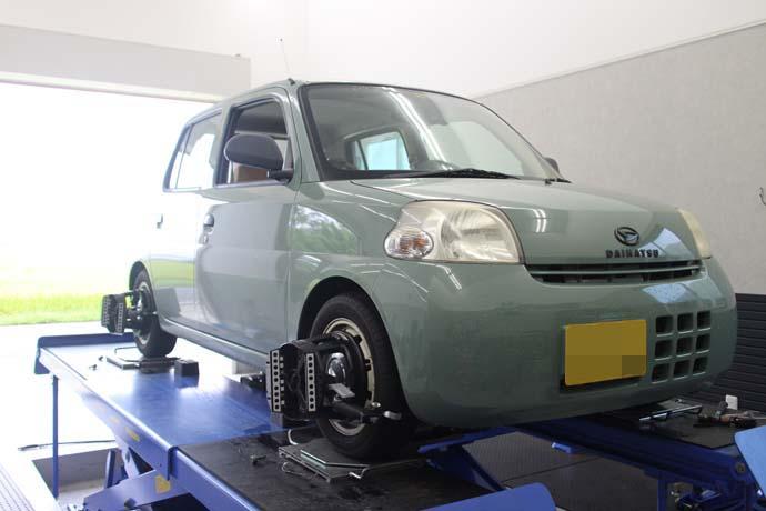 エッセ 車高調の車高調整と四輪アライメント