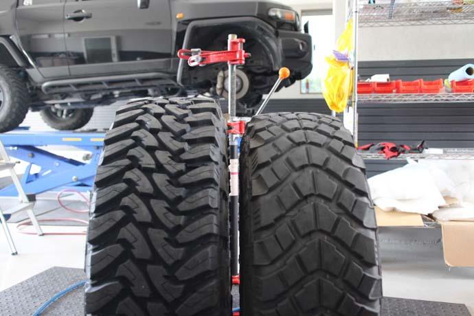 FJクルーザーのタイヤ交換と四輪アライメント