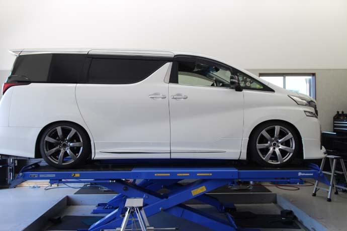 ヴェルファイア AGH30W 車高調取付、四輪アライメント