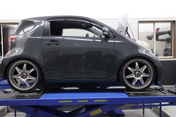 IQ ブリッツの車高調の取り付け 四輪アライメント