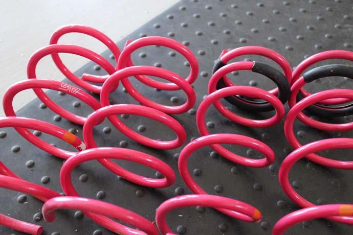 86 ZN6にSTIのスプリングの取り付け 四輪アライメント