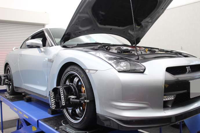 R35 GT-R タイヤ交換・四輪アライメント
