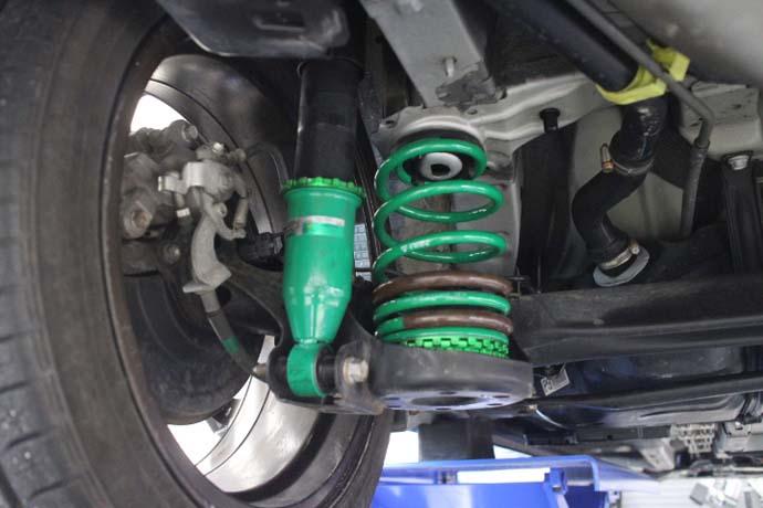 プリウス 30 TEIN車高調の車高調整と四輪アライメントの調整