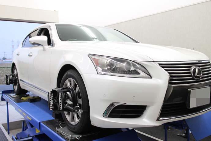 レクサス LS 1G締め 四輪アライメント調整 タイヤ交換作業