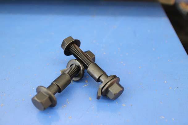 スイフト ZC33S 四輪アライメント調整 キャンバーボルト取り付け