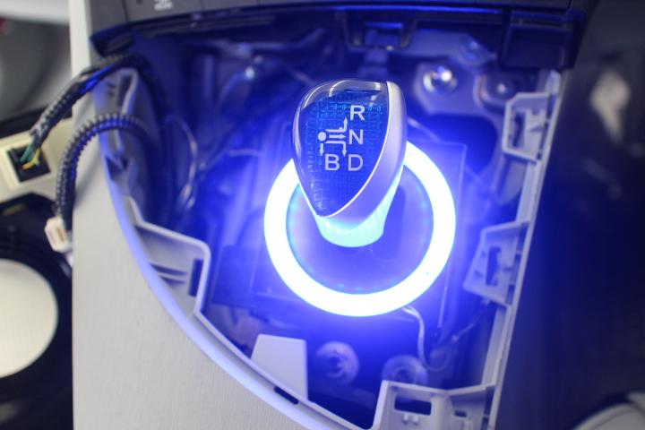 プリウス シートカバー取り付け LED取り付け