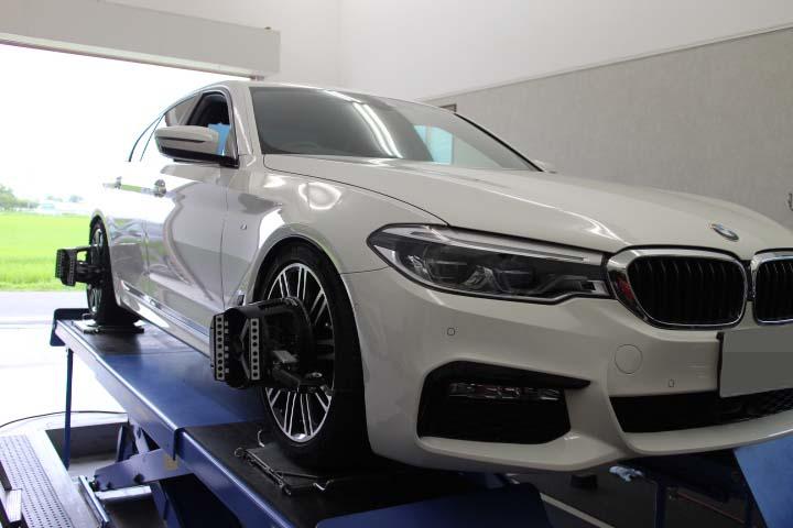 BMW G30 四輪アライメント調整