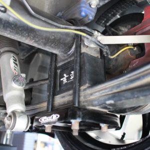 ハイエース リアブロック交換 フロント車高調製 四輪アライメント調整