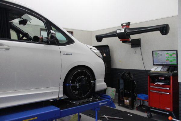 ノア ZWR80G 車高調整 四輪アライメント調整 偏摩耗あり
