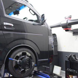 ハイエース TRH200V タイヤ交換 1G締め 四輪アライメント調整