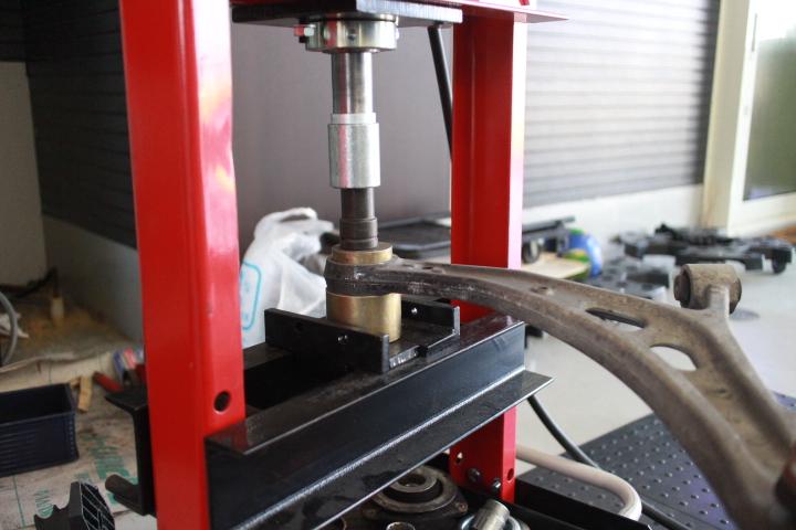 インプレッサ GRF STIフロントロアアームブッシュ交換 四輪アライメント調整