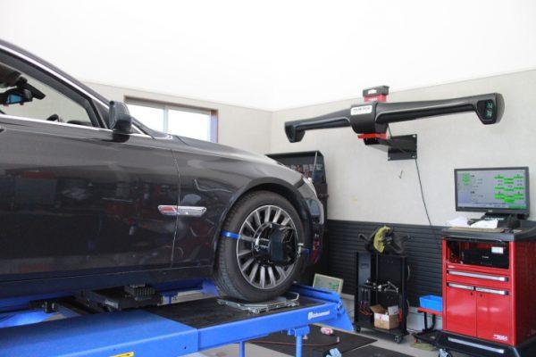 BMW 750 四輪アライメント調整