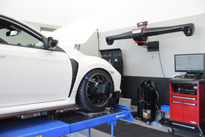シビック Fk8 四輪アライメント調整 ブレーキパット