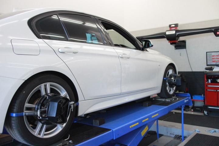 BMW F30 四輪アライメント調整
