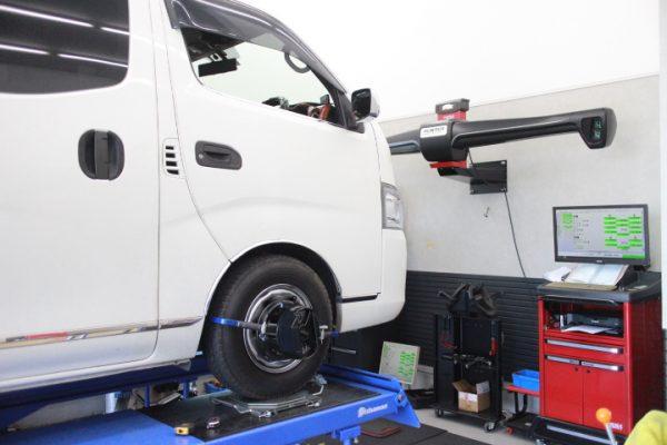 キャラバン E26 フロントスタビライザー交換 四輪アライメント調整