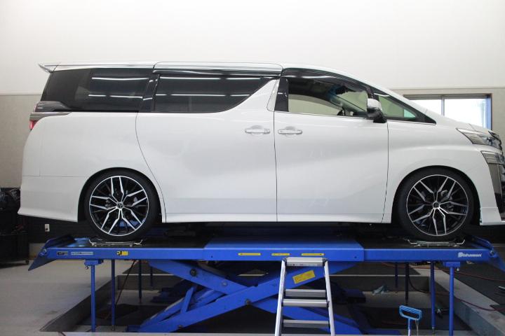 ヴェルファイア GGH30W 車高調取り付け 四輪アライメント調整