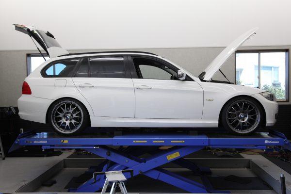 BMW E91 アローズ車高調取り付け