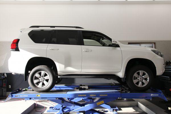 プラド GDJ150W リフトアップ作業 四輪アライメント調整