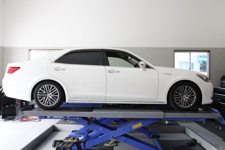 クラウンマジェスタ GWS214 車高調取り付け 四輪アライメント調整