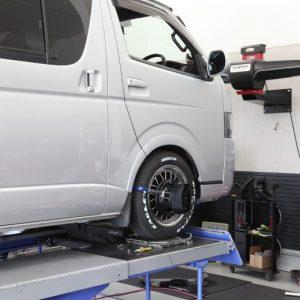 ハイエース 4WD 1インチブロックとバンプラバーの取り付け 四輪アライメント